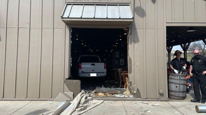 Seven hurt after truck crashes into Mt. Juliet Cracker Barrel
