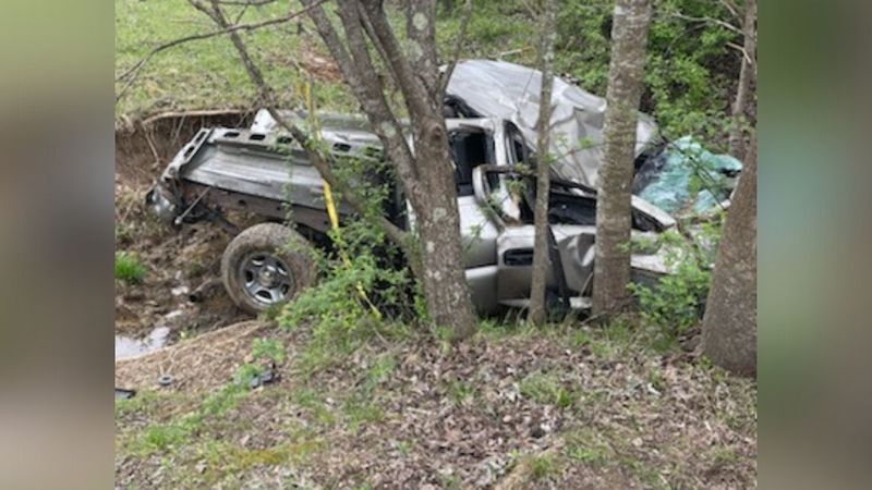 One dead after crash in Laurel County