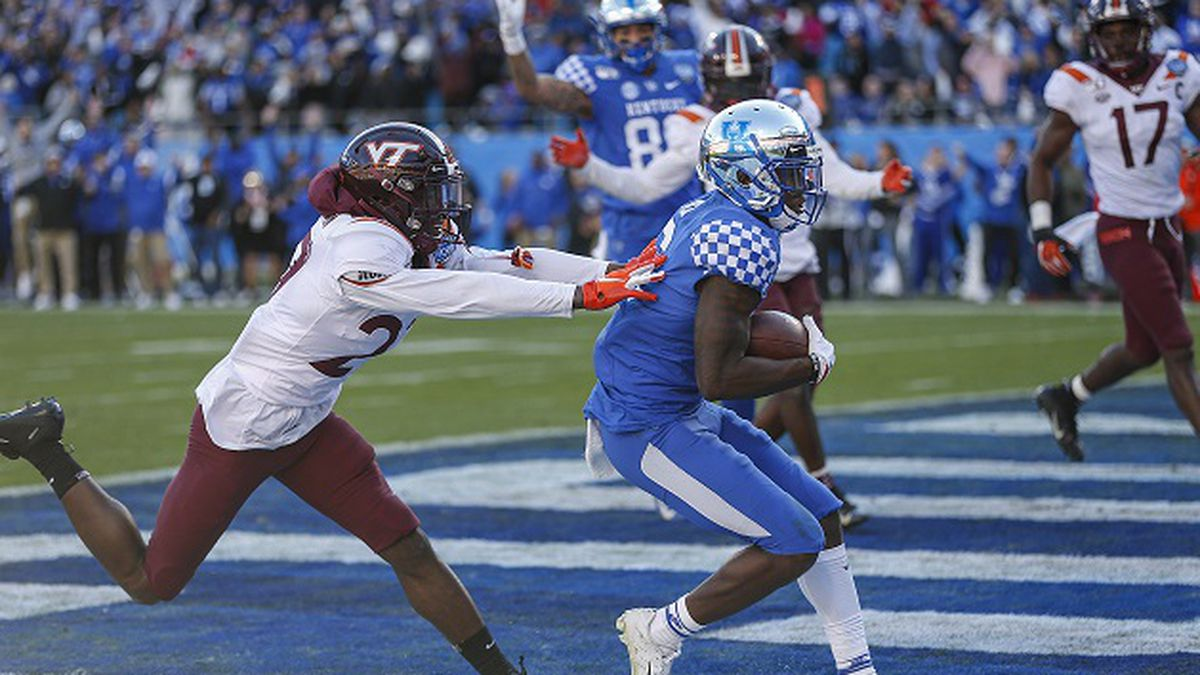 Kentucky wide receiver Josh Ali, right, pulls in the game-winning touchdown pass against Virginia Tech defensive back Armani Chatman in the final minute of the Belk Bowl NCAA college football game in Charlotte, N.C., Tuesday, Dec. 31, 2019. Kentucky won 37-30. (AP Photo/Nell Redmond)
