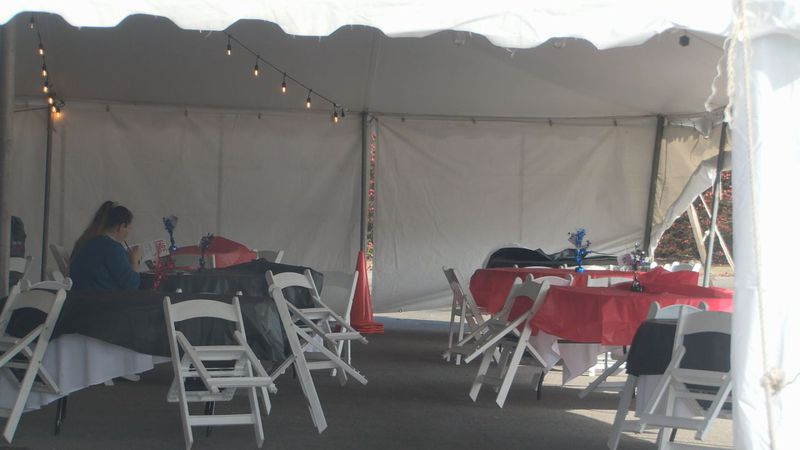 Tent dining following Beshear's executive order against indoor dining.