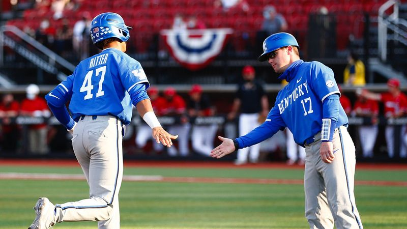 Kentucky shortstop Ryan Ritter dazzles with six RBI, three web gems as the Wildcats score first...