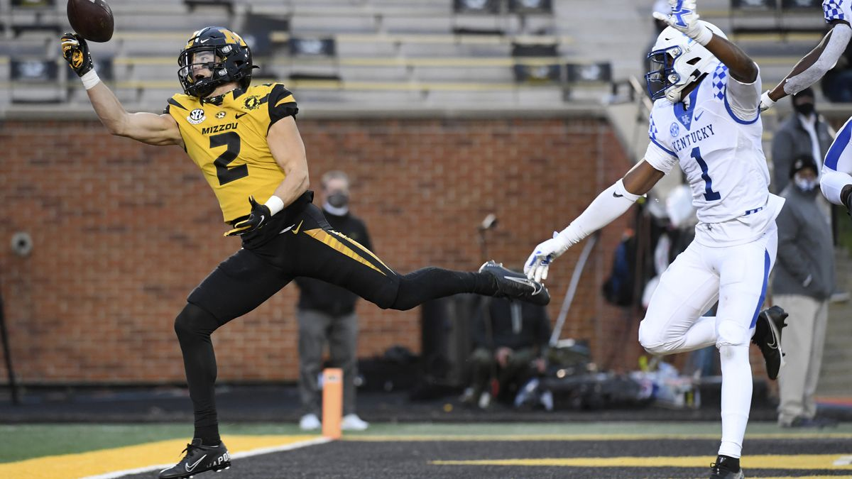 Missouri wide receiver Micah Wilson (2) is unable to catch a pass in the end zone as Kentucky...