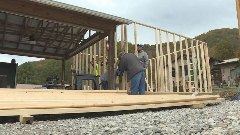 Pikeville Lowe's helps Open Door Community Pantry expand
