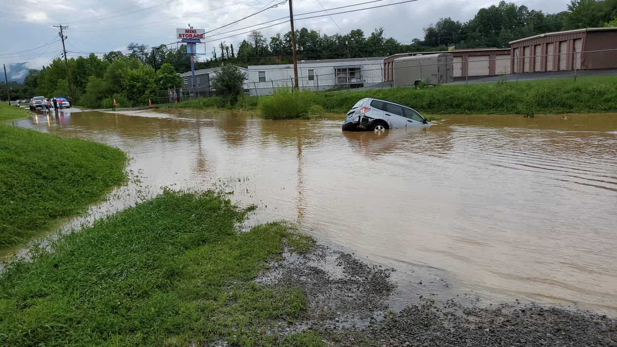 Woman rescued from flood waters in Bell County