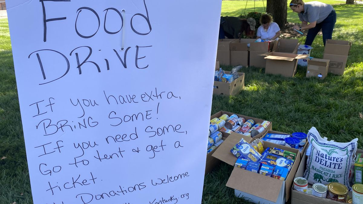 Constitutional Kentucky hosted the food drive at the Capitol to help struggling families.