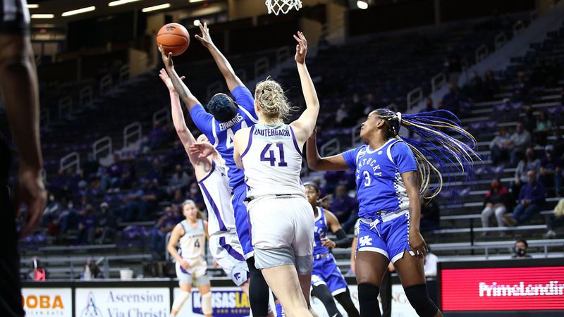 Kentucky sophomore Dre'una Edwards grabs a rebound vs. Kansas State.