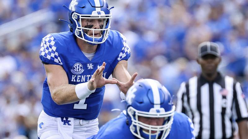 Kentucky quarterback Will Levis (7) calls for the snap during the first half of an NCAA college...