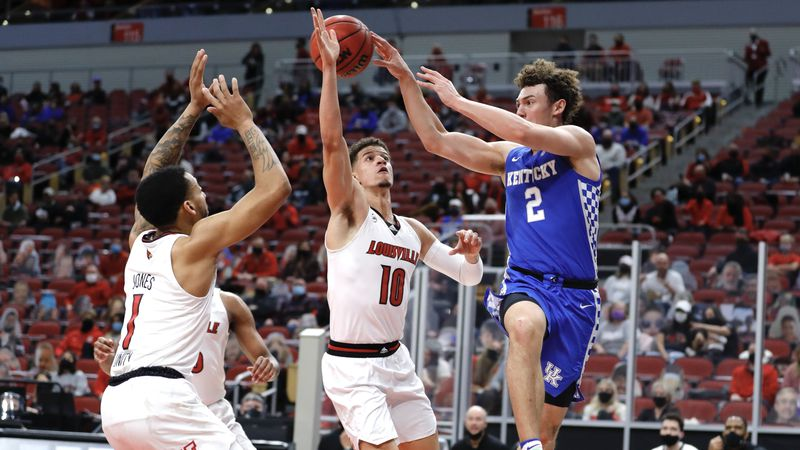 UK falls at Louisville on Saturday, 62-59