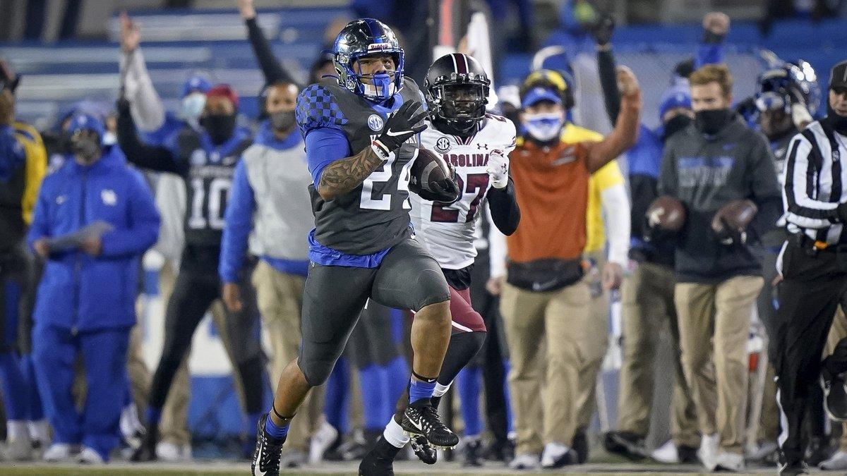Kentucky running back Chris Rodriguez Jr. (24) runs for a touchdown during the second half of...