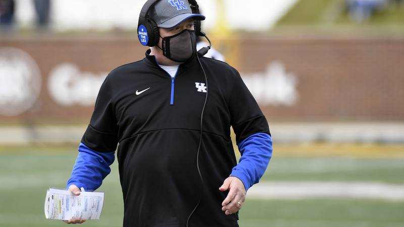 Kentucky head coach Mark Stoops watches from the sidelines during the first half of an NCAA...