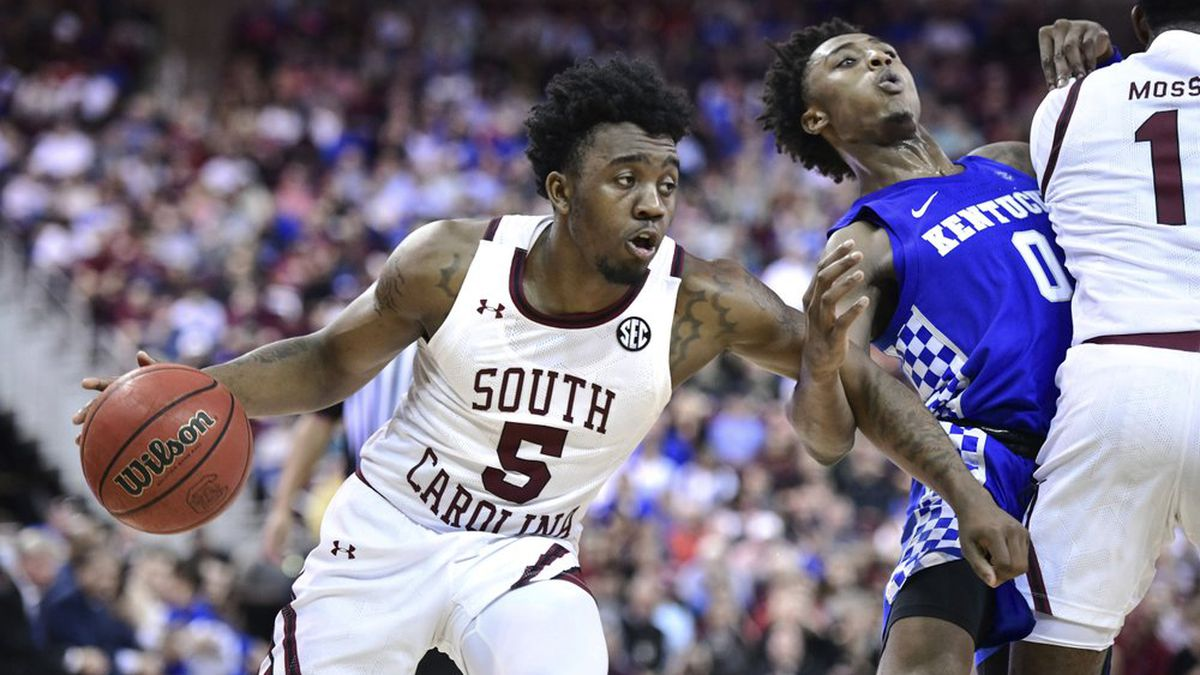 South Carolina guard Jermaine Couisnard (5) dribbles the ball as T.J. Moss (1) sets a screen on Kentucky guard Ashton Hagans (0) during the second half an NCAA college basketball game Wednesday, Jan. 15, 2020, in Columbia, S.C. South Carolina won 81-78.
