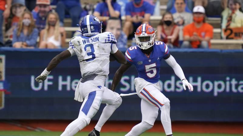 Florida cornerback Kaiir Elam looks to stop Kentucky quarterback Terry Wilson during the first...
