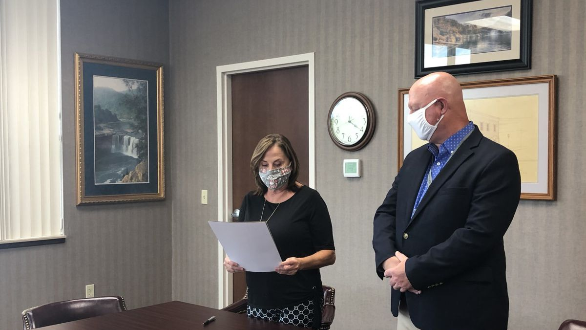 """Corbin Mayor Suzie Razmus and Grace Health CEO Michael Stanley sign a proclamation making Aug. 9-15 """"Health Center Week"""" throughout the city."""