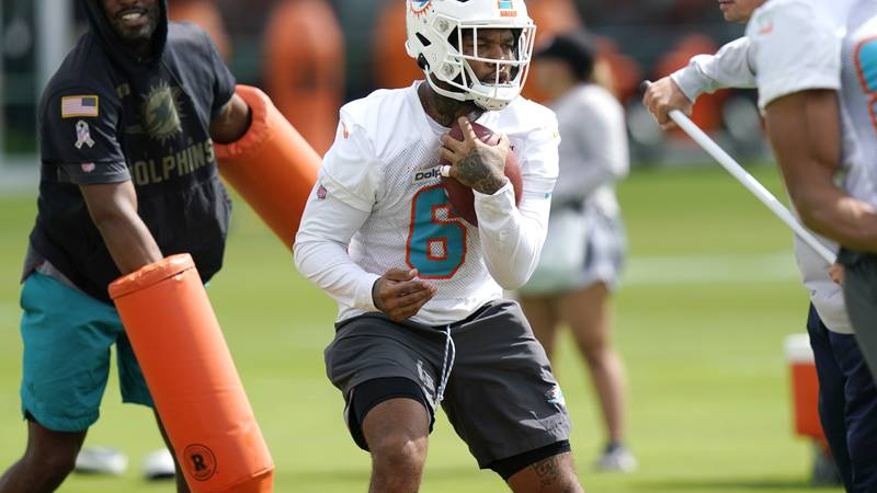 Miami Dolphins running back Lynn Bowden Jr. (6) does drills during NFL football practice,...