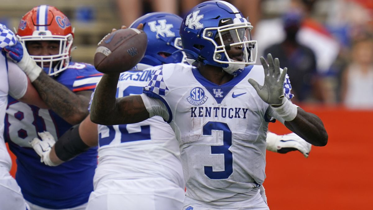 Kentucky quarterback Terry Wilson (3) looks for a receiver against Florida during the first...