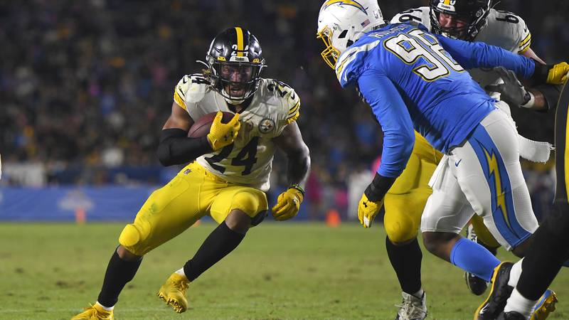 Pittsburgh Steelers running back Benny Snell, left, runs the ball as Los Angeles Chargers...