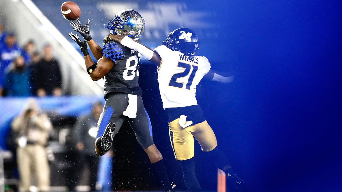 Kentucky wide receiver Bryce Oliver goes for a ball vs. Missouri on October 26, 2019.
