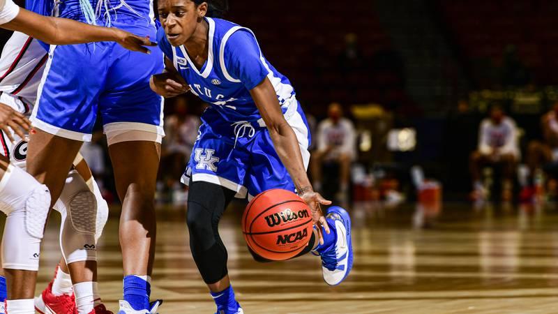 Kentucky's Rhyne Howard (10) drives the ball Georgia v KentuckySEC Women's Basketball...