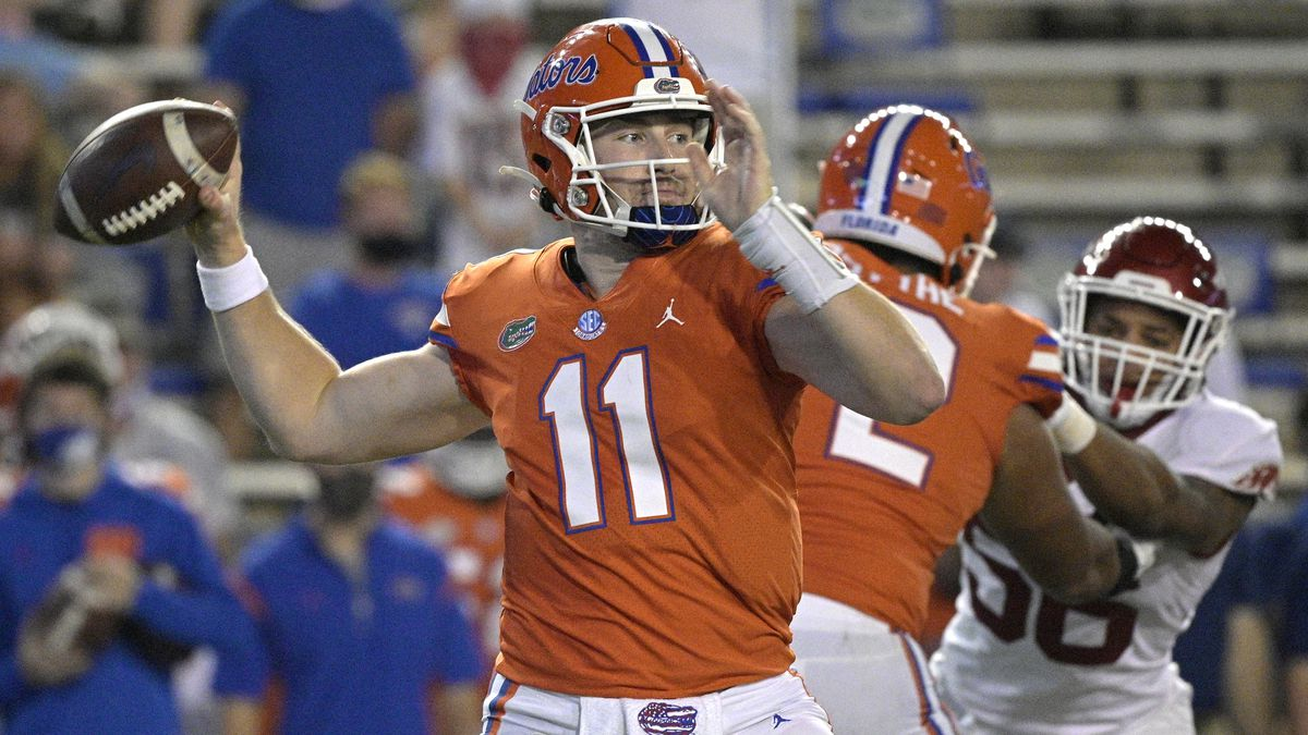 Florida quarterback Kyle Trask (11) looks to throw a pass during the first half of an NCAA...