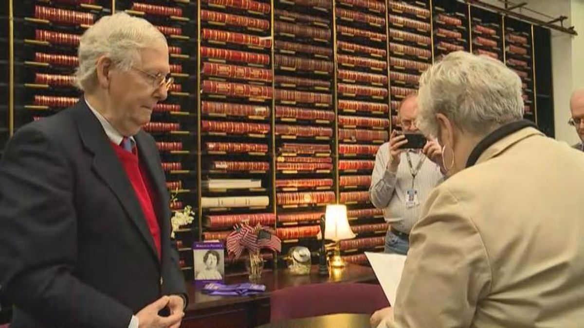 Sen. Mitch McConnell filed for re-election in Frankfort, Ky. (Credit: WKYT)