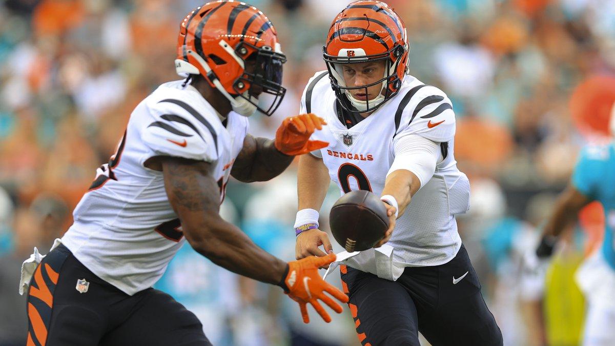 Cincinnati Bengals quarterback Joe Burrow (9) hands off to running back Joe Mixon (28) during...