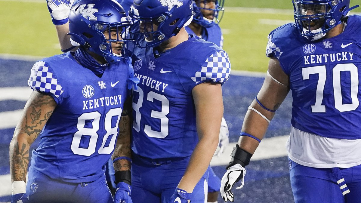 Kentucky tight end Keaton Upshaw (88) celebrates with tight end Justin Rigg (83) after catching...