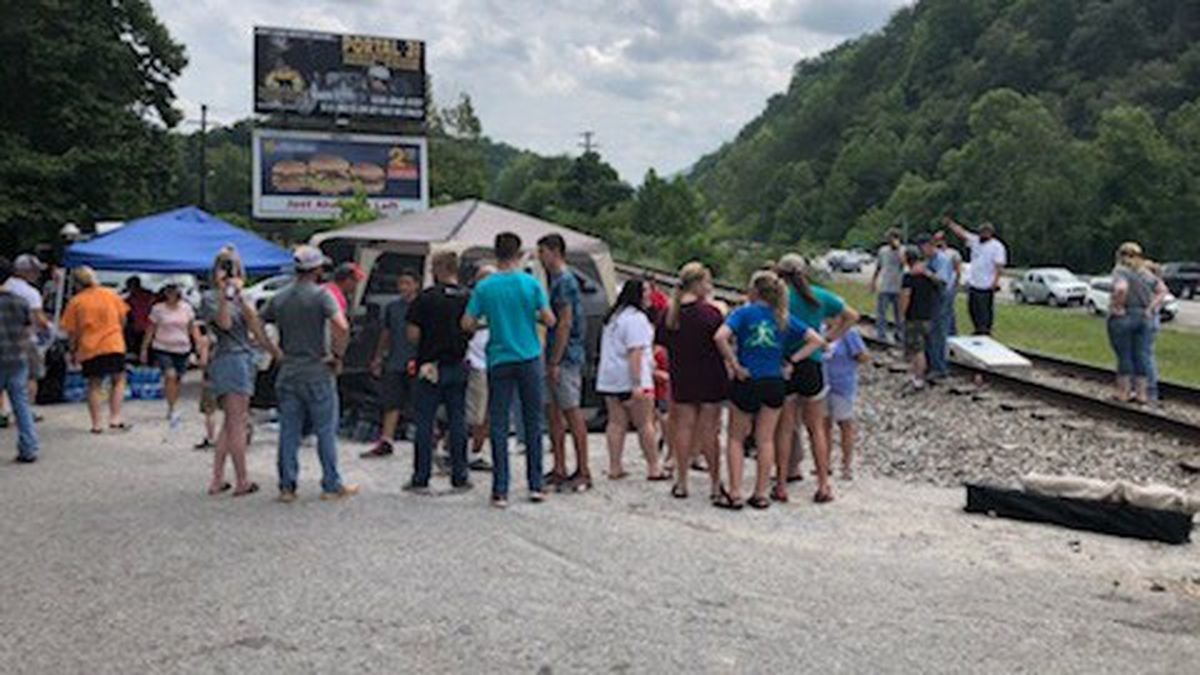 First Baptist Church from Westminster, South Carolina brought food and water to protesting Blackjewel miners on Day 2 in Harlan County. // Will Puckett