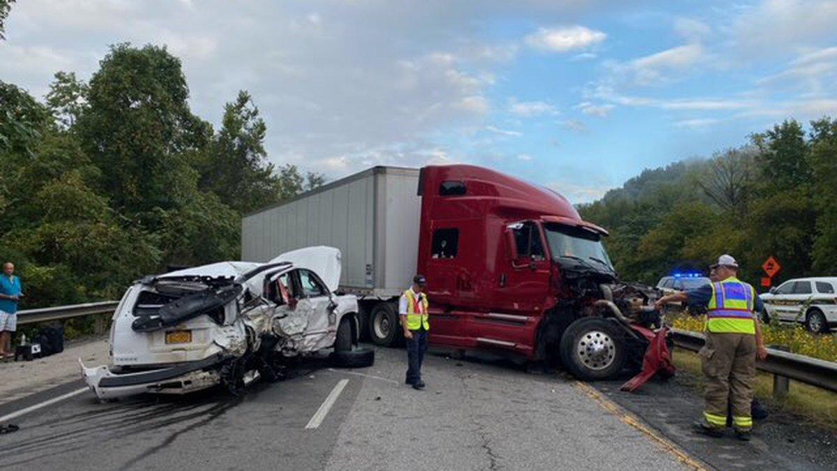 Crash closes I-75